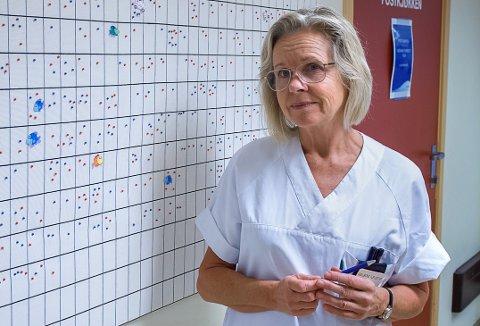 JORDMORTØRKE: – Vi har litt tørke på jordmorsida akkurat nå. Vi håper å få tak i noen av dem som uteksamineres fra jordmorskolen nå til jul, sier Gullborg Fjeldstad, avdelingsjordmor ved fødeavdelingen ved sykehuset i Gjøvik.