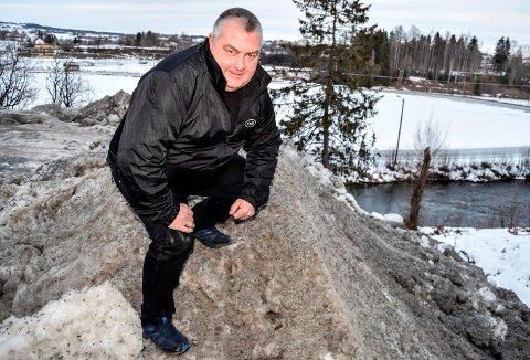 SNØDEPONI: Den tidligere politikeren Geir Fauchald har vært kritisk til snødeponiet på Lena siden han var med i teknisk hovedutvalg. Nå ligger det an til etablering av nytt deponi neste år.