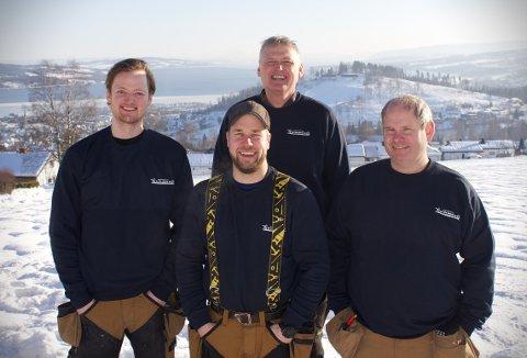 MESTERNE: Hele gjengen hos Byggmester Schnell på Gjøvik er nå byggmestere.