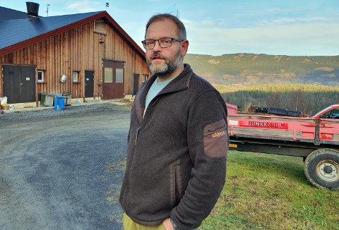 FÅR ROS FOR ÅPENHETEN: Kåre Skogstad håper at historien hans kan føre til bedre kår for bøndene.