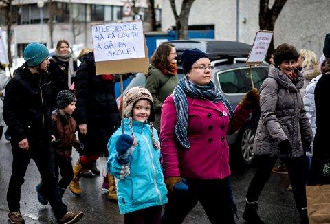 MARKERING: Både barn og voksne feiret kvinnedagen i Ås tirsdag.