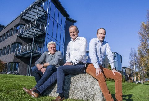 Business-suksess: Eiendomssjef Johnny Eliassen (t.v.), styreleder Hans Gaarder og daglig leder Hans Christian Gaarder. Foto: Lasse Nordheim
