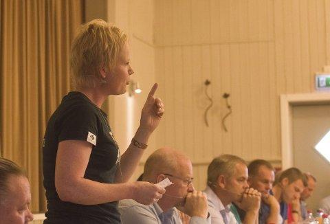 Fikk gehør hos velgernes barn: Magdalena Lintvedt (V) har stått helt alene i kommunestyret om sitt nei til kommunesammenslåing, men på ungdomsskolen var de med henne. Nei-sida fikk hele 70 prosent av stemmene. Foto: Elisabeth Løsnæs