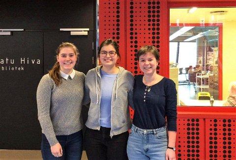 Ungdomsstyret: Helene Alsaker (16) (til venstre), Sofia Carolina Kristoffersen (16) og Sunniva Roligheten (16) skal styre Larvik Røde Kors Ungdom. Jenni Gloppe Solem (15) var ikke til stede da bildet ble tatt.