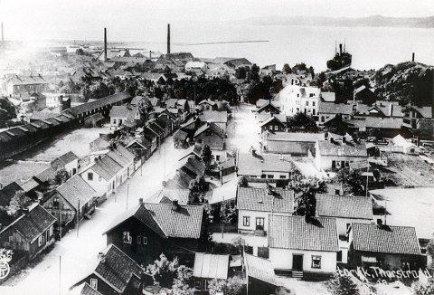 REIPBANELØKKA har, i likhet med Reipbanegata, navn etter den gamle reipbanen på østsiden av løkka. Litt av den ses helt til venstre på dette bildet fra ca. 1910.
