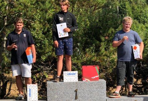 TIL TOPPS II: Christian Rød Karlsen vant juniorkassen etter omskyting mot John-Ole Nordskog fra Siljan (t.v.) mens Martin Røsrud Graven fra Brunlanes ble nummer tre.