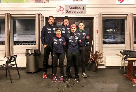 SKØyTEGRUPPA: Bak f. v: Thor Olav Tveter (trener), Kasper Tveter (18) og Filip Møller Nordal (13). Foran f. v:  Else Merethe Omsland (23) og Carlos Wasvik (21)