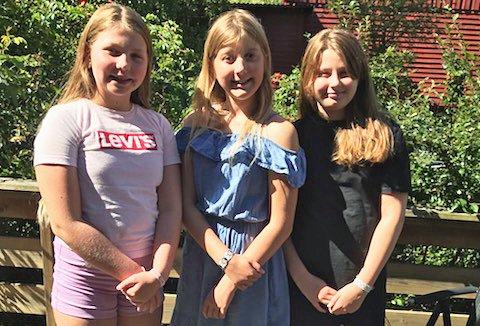 IVRIGE: F.v. Ellinor Borvik, Lykke Wisth og Charlotte Myrdam er tre av jentene som denne sommeren har jobbet for at andre barn skal få det bedre.