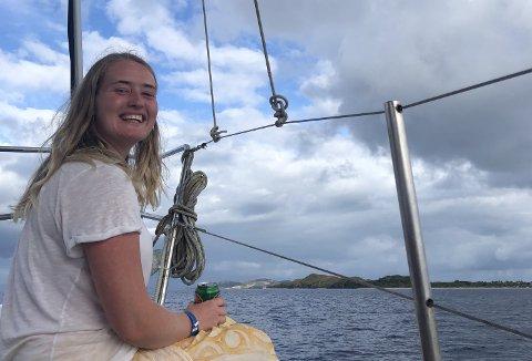 STOLT OG GLAD: Embla Sveinsdottir er glad og stolt over muligheten hun har fått på bakgrunn av sitt engasjement for klima og miljø. Foto: Privat