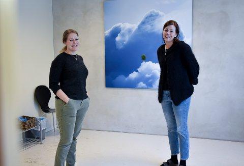 VIKTIG TILBUD: Helsesykepleiere Margrethe Andvik Areshev (t.v.) og Silje Bondevik Torvik ved Stavern familiesenter.