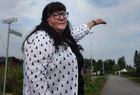 BRA:  Gunn Marit Lindmoen er glad for at det nå er veglys på hele boligfeltet på Braskereidfoss.