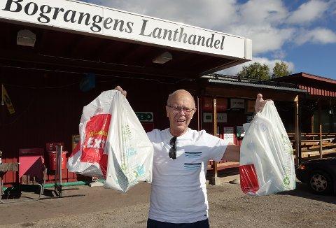 TOK TUREN: Nisse Finnson tok turen fra Flisa hjem til butikken som familien tidligere drev i Bograngen.