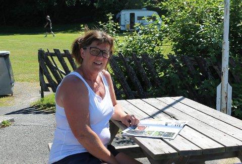 Irene Mathisen forteller at hyttene på OIavsberget er utleid. – Men det er også mange som foretrekker å overnatte i telt i denne varmen, sier hun. Arkivfoto
