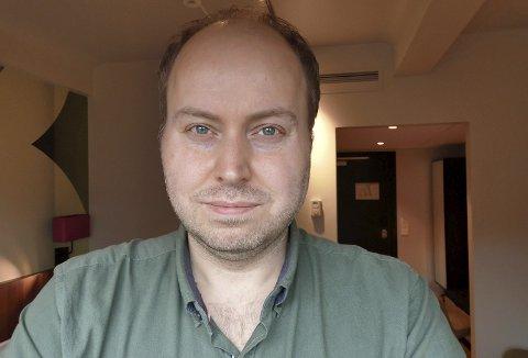 Ordførerkandidat: Kjetil Ravn Hansen (42) er Liberalistenes ordførerkandidat i Porsgrunn. Denne han deltar på Arendalsuka, og tok derfor PD-intervjuet over telefon. Her står han på stand med Med Israel for fred, hvor han er ansatt. Men understreker at han er opptatt av å skille politikk og arbeidet for interesseorganisasjonen. Privatfoto