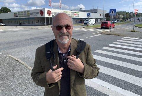 Over 10 år med venting: Finn Morten Steen i Vestsiden fellesskap melder om god stemning på Vestsida nå som kontrakten for bygging av nytt PP-kryss med signalanlegg endelig er underskrevet.
