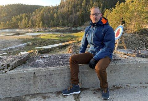 KJØRER EGET SPOR: Karsten Tønnevold Fiane i Bamble Senterparti tror en fredning av Kongens Dam på Herre er rett vei å gå for å unngå en riving.