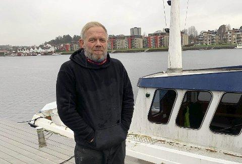 PROTESTERER: Stian Johannessen protesterer på avstemningen.
