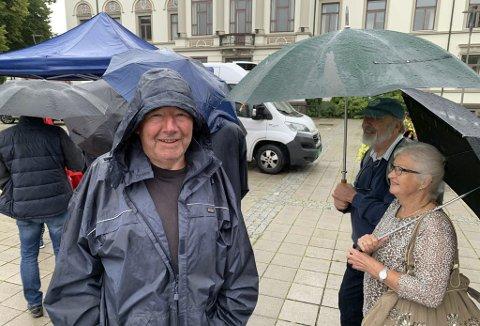BÆRELSKER: Svein Olavesen forteller at han spiser rundt 30 kilo blåbær i året. Onsdag reiste han fra Herre til Porsgrunn for å kjøpe inn 20 kilo. – Jeg kommer hvert år, og har vært her 7–8 ganger tidligere og handlet, smiler han.