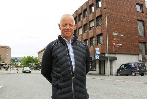Petter Ellefsen ser ingen grunn til at Porsgrunn skal ha særregler når det kommer til skjenking. – Vi er ikke en øy i Grenland, med vollgrav rundt, sier Høyre-politikeren.