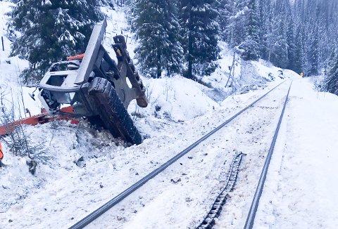 Bane NOR vil innen kort starte arbeidet med å fjerne snø forurenset av diesel, som lakk ut i snøen etter den tragiske  togulykken på Nordlandbanen i starten av desember.