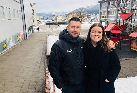 Salgssjef hos ARV, Tommy Bjørnmyr og festivalsjef Ingrid Alte Westman er fornøyde med avtalen som gjør ARV til hovedleverandør av mat på Verket.