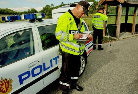 2020 ble et travelt år for politiet ute på norske veier. Det ble registrert rekordhøyt antall fartsovertredelser, i tillegg til svært høyt antall beslaglagte førerkort. Foto: NTB Scanpix.