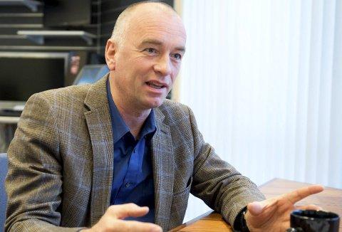 Tom Eide Knudsen vil ta en samtale med den nye eieren av Stormarkedet, Haakon Tronrud, og vurdere Sparkjøps fremtid på nytt.