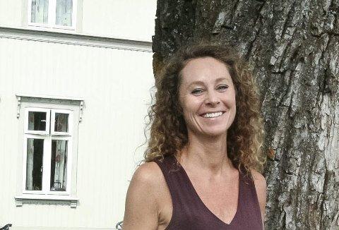 Miriam Rasch er opptatt av å ha meningsfylt arbeid, meningsfylte forbindelser og meningsfylte samtaler. Da gjelder det å kjenne etter hvordan man har det i nuet, og leve her og nå. Stress og avtaler dropper hun i sommerferien.