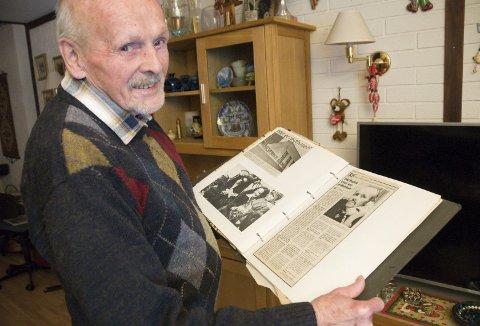 KOMMUNALT ANSIKT: Odd Arthur Brudvik var i mange år kommunal tjenestemann og har ei tykk utklippsbok.