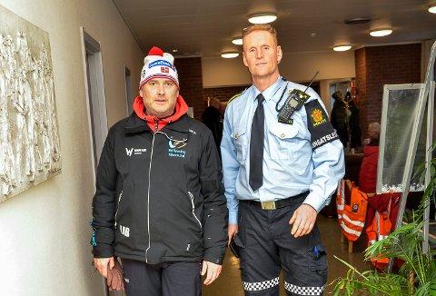 BER FRIVILLIGE BISTÅ: – Jeg oppfordrer alle våre frivillige til å bistå i den pågående leteaksjon, sier skiflygingspresident Leif Arne Berget (t.v.). Her sammen med politiets innsatsleder Jens Ole Hval.