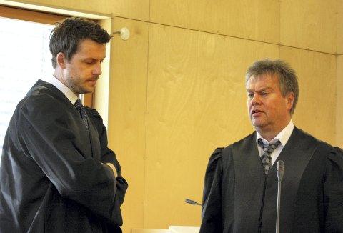 I RETTEN: Aktor Andreas Christiansen (t.v.) og forsvarer Jørund Lægland.Foto: Per Stokkebryn