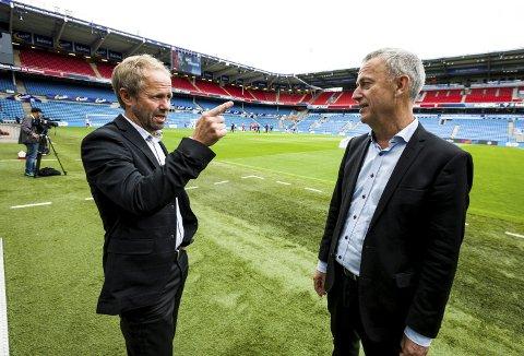 VISER MER FOTBALL: Generalsekretær Pål Bjerketvedt (t.v.) i NFF og konsernsjef Are Stokstad i Amedia er fornøyde med den nye avtalen. FOTO: TOM GUSTAVSEN