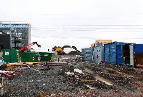 BRUTT OPP: Flere av containerne på denne byggeplassen ved Plantasjen på Hvam i Skedsmo ble brutt opp i løpet av helga.