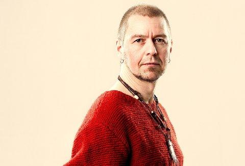 Georg Buljo holder workshop i samisk musikk og joik.