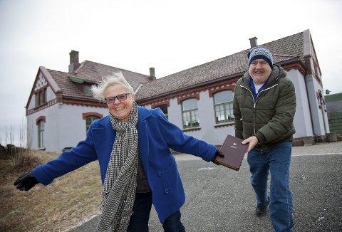 BLI MED: Solveig Granli og Per Haugen håper på mange deltakere under det første bibelmaratonen i Hurum nå i februar.