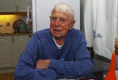 JUBILANT: Ivar Mørch ble født i Sætre en høstdag i 1917. I dag fyller han 100 år og er klar for fest. FOTO: PER D. ZARING
