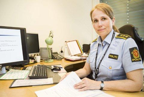 NY TITTEL: Lensmann Sigrid Andreassen får ny tittel som seksjons- og tjenestestedsleder for politiet i Røyken og Hurum, når lensmannskontoret skifter navn til tjenestested fra 1. juni.