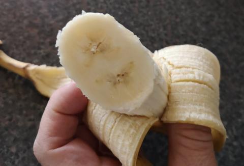 DOBBEL: Den sjeldne bananen var 6 centimeter i diameter, og hadde dobbel kjerne.