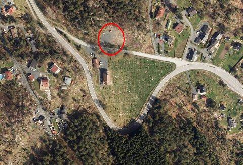 MISFORSTÅELSE: Parkeringsplassen som skal utvides ligger et godt stykke fra fylkesveien.