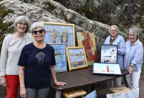 Kunstnere på Holm: Inger Lise Aaby, Kristine Buksrud, Helen B. Holm og Karin Grasdalsmoen stiller ut sine malerier. ALLE FOTO: INGUNN HÅKESTAD BRÅTHEN