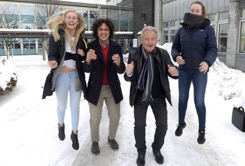 QUIZKLARE ELEVER: Ane Dyveke Blaauw (t.v.), Adrian Tejan-Jalloh og Camilla Hübert Larsen har kvalifisert seg til Dan Børge Akerøs «QuizDan». FOTO: OLAF AKSELSEN