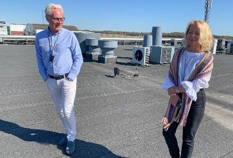 FORNØYD: Gisle Skansen er glad for at Sandefjords lufthavn om kort tid får tilført nærmere 90 millioner kroner fra staten. Her sammen med Torps markedssjef Tine Kleive-Mathisen