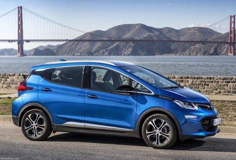359.900 kroner er ny pris for Opel Ampera-e. Med det håper importøren å få ny fart i salget på elbillen.