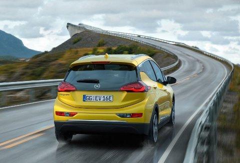 Opel Ampera-e kommer til Norge neste år og flytter grensene for rekkevidde blant elbilene i denne klassen.