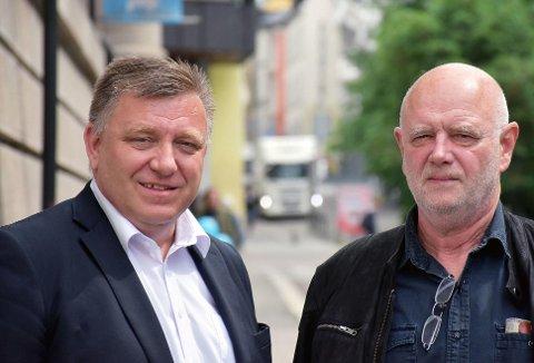 – Hvis du varsler en kontroll, bidrar du til at trafikkfarlige sjåfører og kjøretøy slipper unna, sier administrerende direktør i NLF, Geir A. Mo (t.v.) og leder i NTF, Lars M. Johnsen.