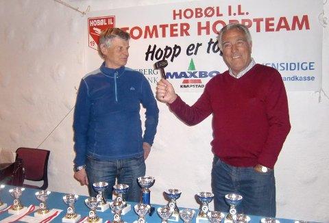 Engasjert: Jan Lindemark, her sammen med avdøde Kjell A. Larsen (t.h.) , er snart klar for nye dugnader i Hobøl Hoppklubb.
