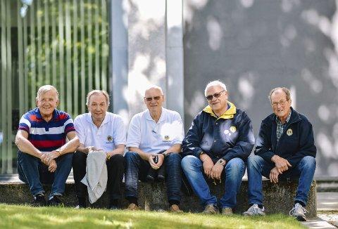 GLEDER SEG: Lions-klubben i Trøgstad er klare for å feire at det er 100 år siden Lions ble stiftet i Chicago, USA. Fra venstre: Einar Lislerud, Vidar Kølner, Vidar Sørby, Kjell Arnfinn Sporsheim og Bjørn Ekeberg.