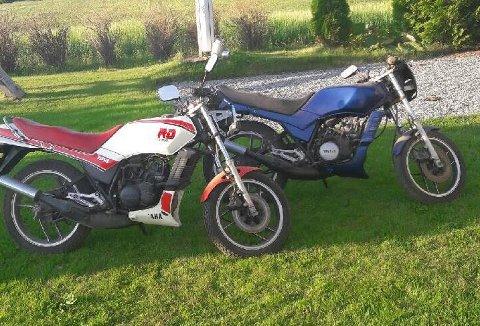 BORTE: Det er den hvite og rød motorsykkelen i front som har blitt stjålet.