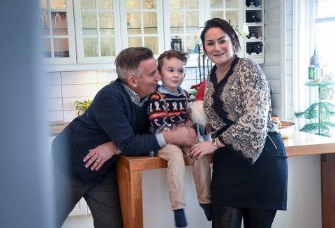 ENGASJERT: Kjetil, Elisabeth og Kyrre Bruseth gleder seg til annerledes jul hjemme i Svarstad. Foto: Siw Nakken