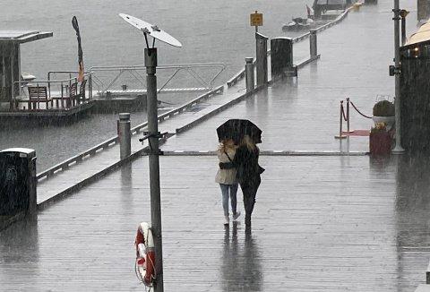 REGN, REGN OG ATTER REGN: Det vil være mye ustabilt vær framover, så ikke pakk bort regnjakka enda.